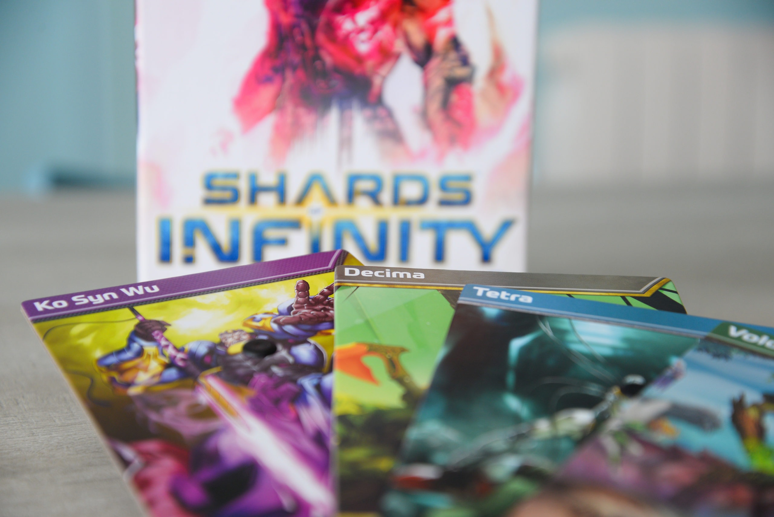 test et avis, shards of infinity, jeu de deckbuilding
